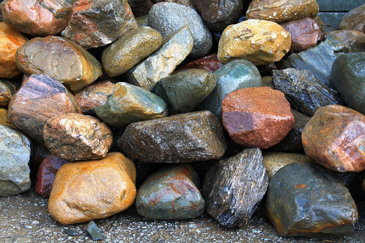 Boulders ledgerock green stone company natural stone for Landscaping rocks indianapolis